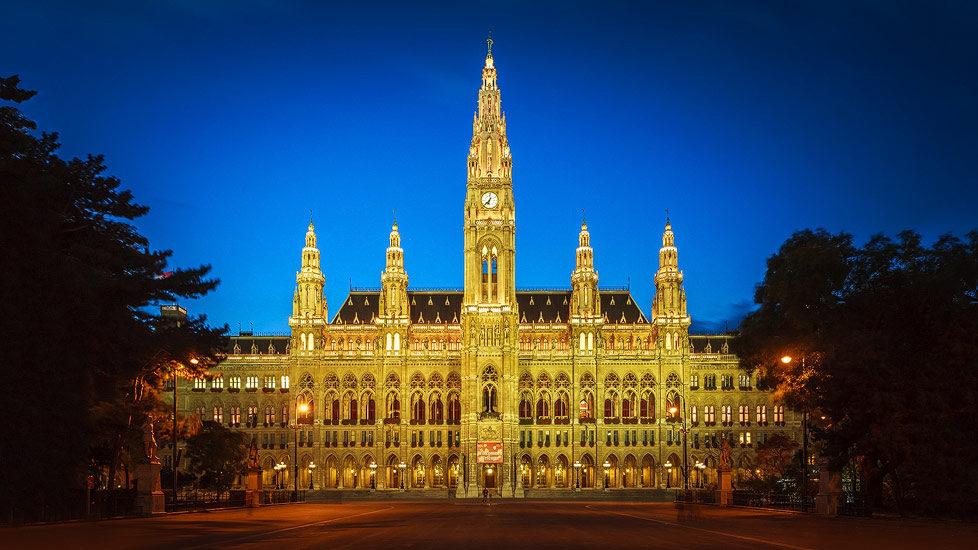 Das beleuchtete Wiener Rathaus