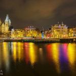 Prachtvolle Farbspiegelungen mit Blick auf die Nicolaaskerk