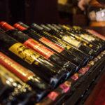 Im Burgweinkeller kann man sich selbst eine Flasche Rotwein abfüllen