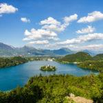 Blick auf den Bleder See vom Aussichtspunkt Ojstrica
