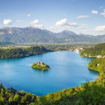Panoramaansicht des Bleder Sees vom Aussichtspunkt Mala Osojnica