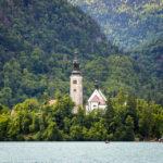 Die Kirche Mariä Himmelfahrt auf der kleinen Insel im Bleder See