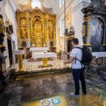 In der Kirche Mariä Himmelfahrt bringt man mittels Seil die legendäre Glocke zum Läuten