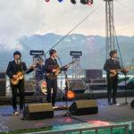 """Eine Beatles-Coverband auf dem Genussfest """"So schmeckt Bled"""" (Okusi Bleda)"""