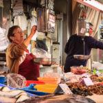 Verkäufer in der Markthalle Mercado Central