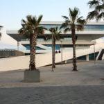 Modernes Gebäude am Hafen von Valencia
