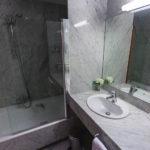 Bad in einem Doppelzimmer im Hotel Conqueridor in Valencia