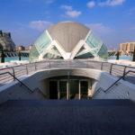 Das Gebäude L'Hemisfèric in der Stadt der Künste und Wissenschaften