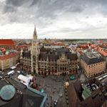 Ausblick vom Alten Peter auf die Frauenkirche, das Neue Rathaus und den Marienplatz
