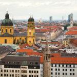 Ausblick vom Alten Peter auf die Stadt München und die Theatinerkirche