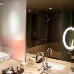 Bad im Doppelzimmer im Hotel Sofitel Munich Bayerpost