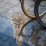 Spiegelung des Neuen Rathauses