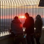 Der Sonnenuntergang lässt sich auf dem Olympiaturm perfekt verfolgen