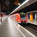 Eine S-Bahn am Hauptbahnhof München