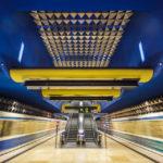 Moderne Architektur in der U-Bahn-Station Olympia-Einkaufszentrum in München