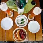 Ein klassisches Weißwurstfrühstück auf dem Viktualienmarkt München