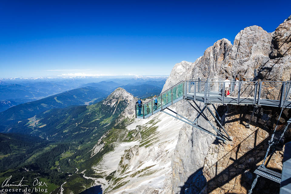Treppe ins Nichts in der Dachstein-Gletscherwelt