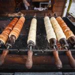 Süßspeise Trdelník (Baumkuchen) am Ostermarkt auf dem Altstädter Ring