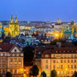 Die Prager Altstadt von der Plattform Letenský profil im Letná Park aus gesehen