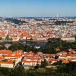 Panorama der Stadt Prag vom Petřín-Aussichtsturm aus gesehen