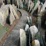 Schmaler Weg durch den Alten jüdischen Friedhof