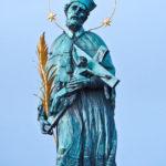 Die Statue des Hl. Nepomuk auf der Karlsbrücke