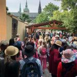 Warteschlange vor dem Eingang der Prager Burg