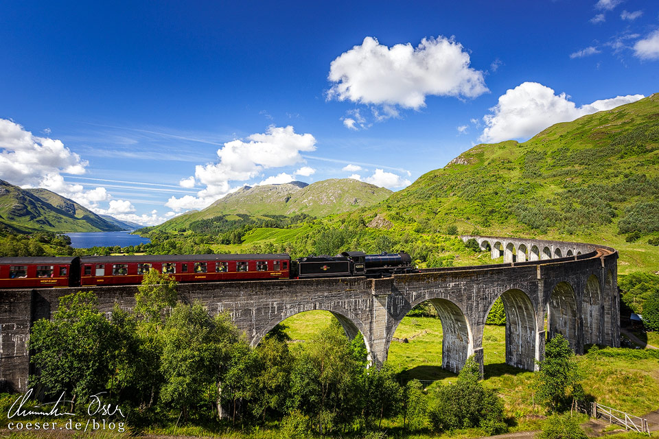 Jacobite Steam Train auf dem Glenfinnan-Viadukt in Schottland
