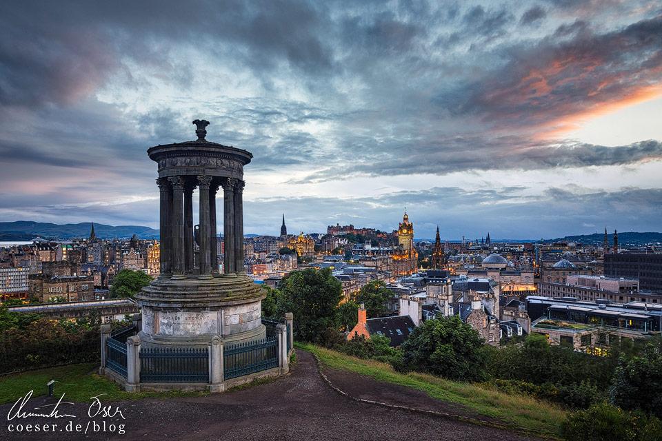 Edinburgh im Sonnenuntergang vom Calton Hill aus gesehen