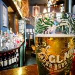 """Ein """"Innis & Gunn""""-Bier im Pub The Drum & Monkey in Glasgow"""