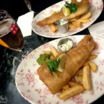 Fish & Chips im Pub The Drum & Monkey in Glasgow