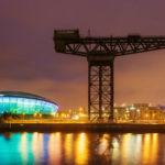 Nachtansicht der Clyde Waterfront von Glasgow mit Clyde Auditorium und Finnieston Crane