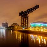 Nachtansicht der Clyde Waterfront von Glasgow mit SSE Hydro, Clyde Auditorium und Finnieston Crane