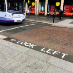 Nicht vergessen, es herrscht Linksverkehr in Glasgow!