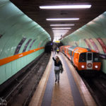 Die Glasgow Subway mit ihren schmalen Bahnsteigen, hier die Station Cowaddens