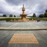 Der Brunnen Doulton Fountain vor dem People's Palace And Winter Garden in Glasgow