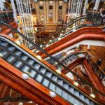 Innenansicht des Einkaufszentrums Princes Square in Glasgow