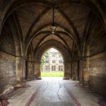 Durchgang zum Innenhof der Universität von Glasgow
