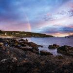 Ein Regenbogen während des Sonnenuntergangs in Elgol