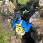 Über eine kleine Spalte und mit der richtigen Technik kann man den Fels Castle Ewen auch besteigen