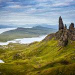 Die klassische Ansicht des Old Man of Storr mit der grandiosen Landschaft dahinter