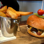 Burger im Restaurant Antlers Bar & Grill im The Portree Hotel