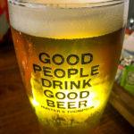 Ein Pint Bier im Restaurant Antlers Bar & Grill im The Portree Hotel