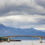 Die Skye Bridge vom schottischen Festland aus gesehen