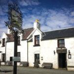 Außenansicht des Stein Inn auf der Halbinsel Waternish