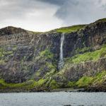 Wasserfall vor der Bucht Talisker Bay