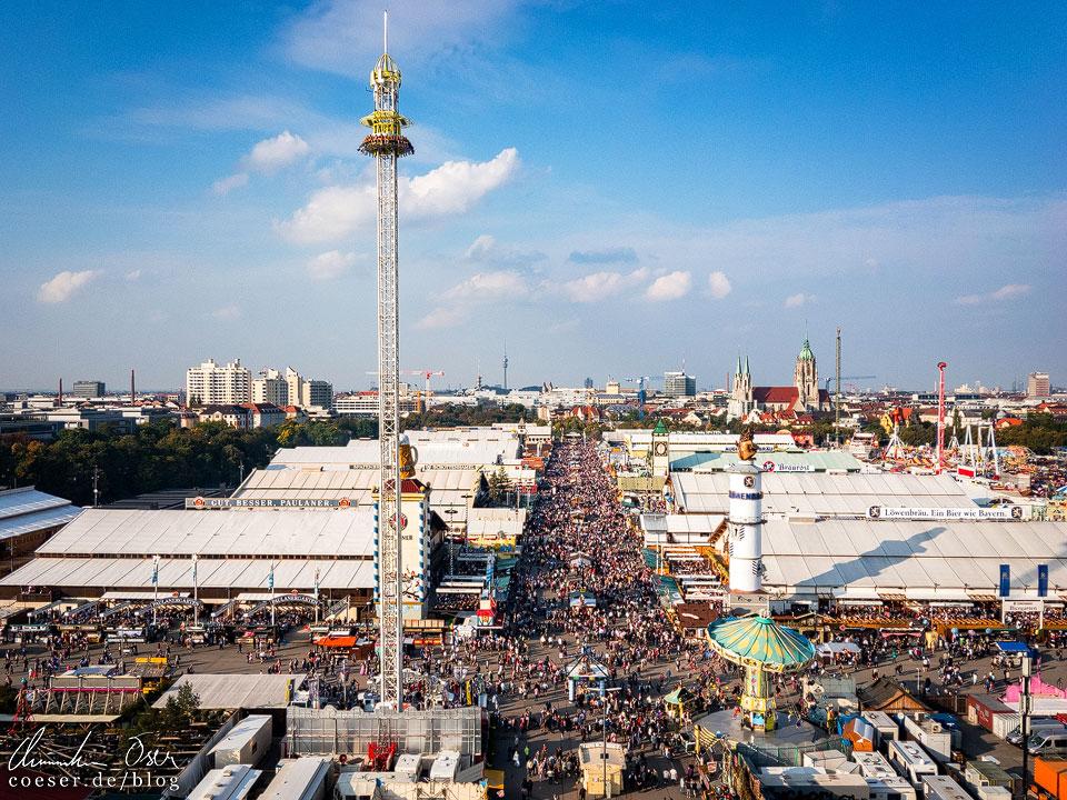 Blick vom Riesenrad auf die Theresienwiese beim Münchner Oktoberfest