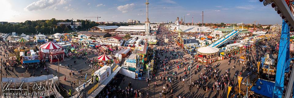 Blick vom Riesenrad auf die Theresienwiese während des Münchner Oktoberfest