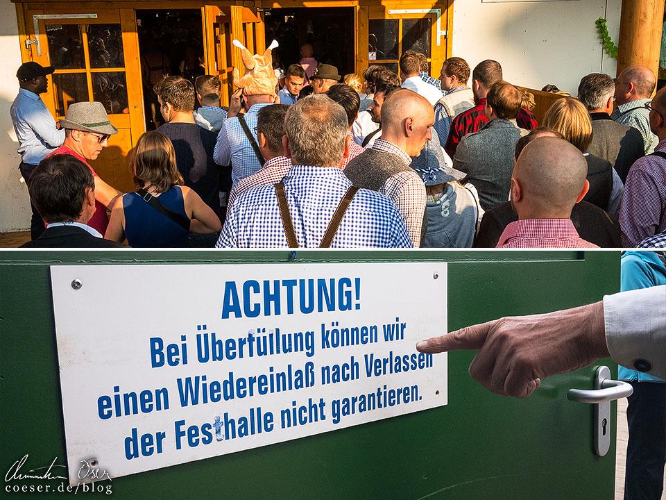 Überfülltes Festzelt am Münchner Oktoberfest