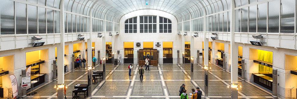 Kassenhalle in der Österreichischen Postsparkasse